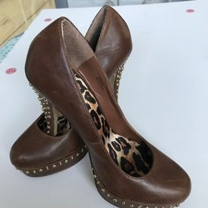 Shoe Dazzle leather gold studs shoes SZ 7 (S-16)